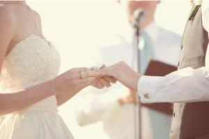 bouquet-bride-couple-dress